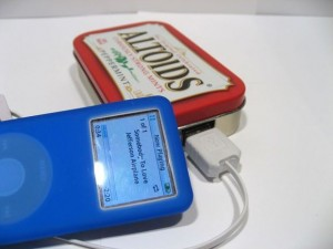 DIY solar USB charger recycled Altoids can