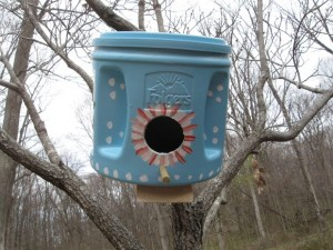 DIY Folgers Upcycled Bird house