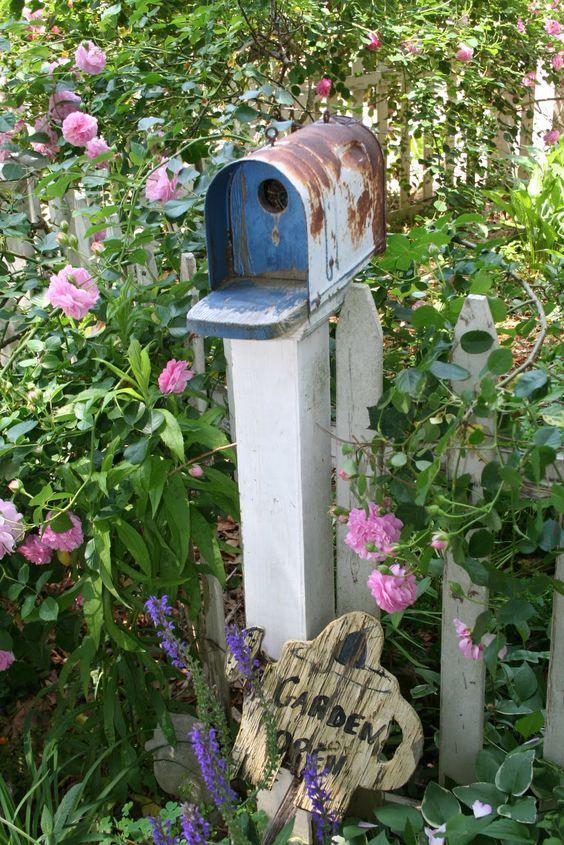 8 diy upcycled bird houses for Diy stone birdhouse