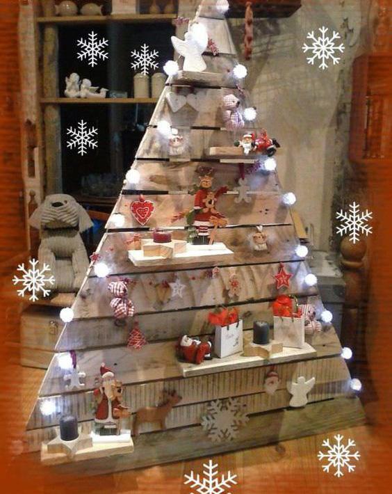 Upcycled pallet shelf Christmas Tree