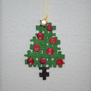 Upcycled puzzle tree